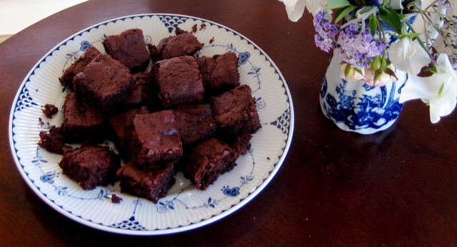 Chocolate macadamia brownies one pan easy recipe grow food slow chocolate macadamia brownies one pan easy recipe forumfinder Image collections